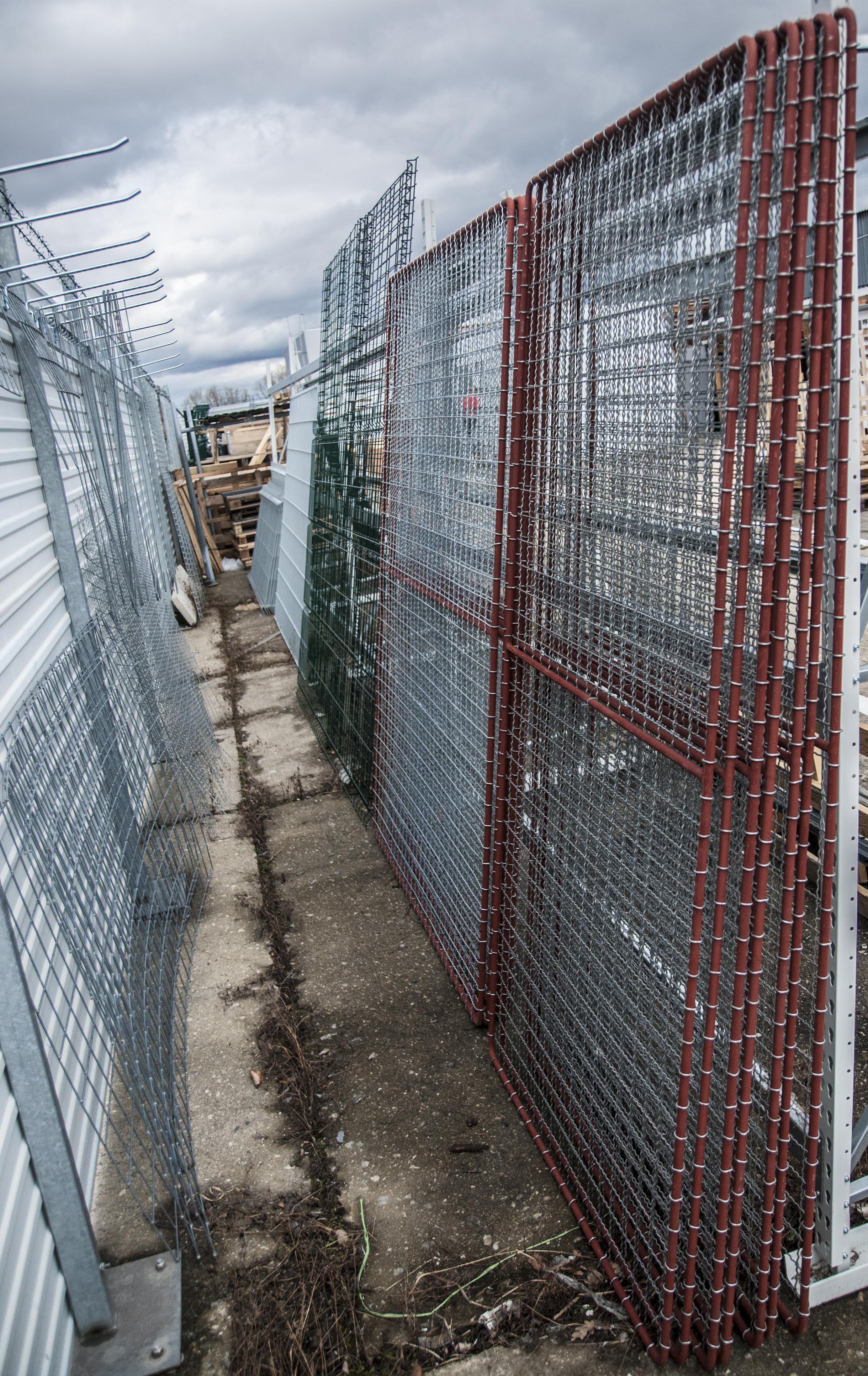 zásoby plotových rámů v našem skladě
