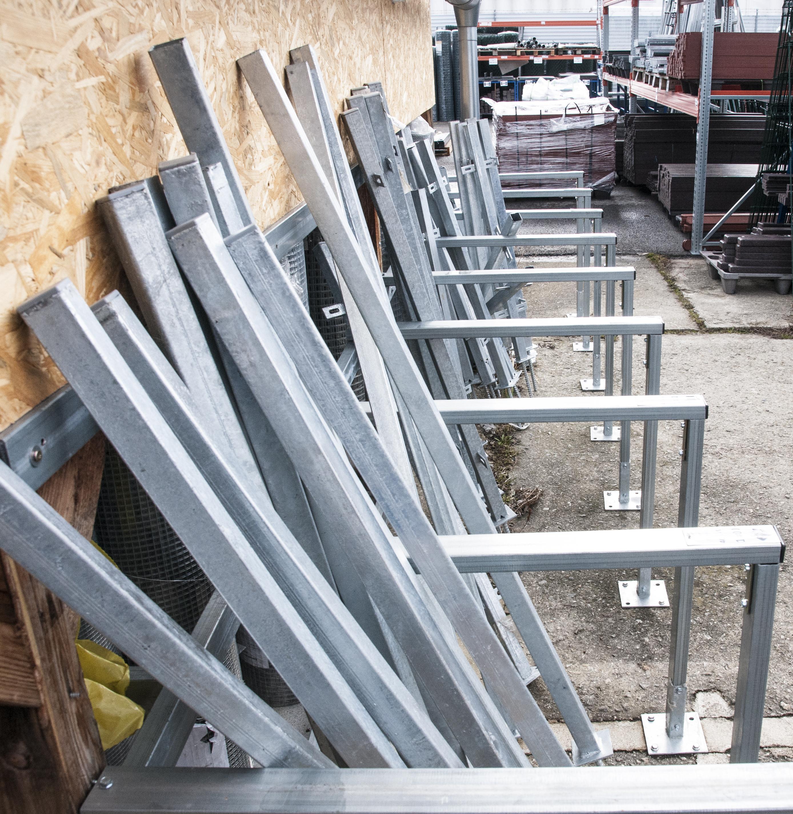 plotové sloupky na skladě