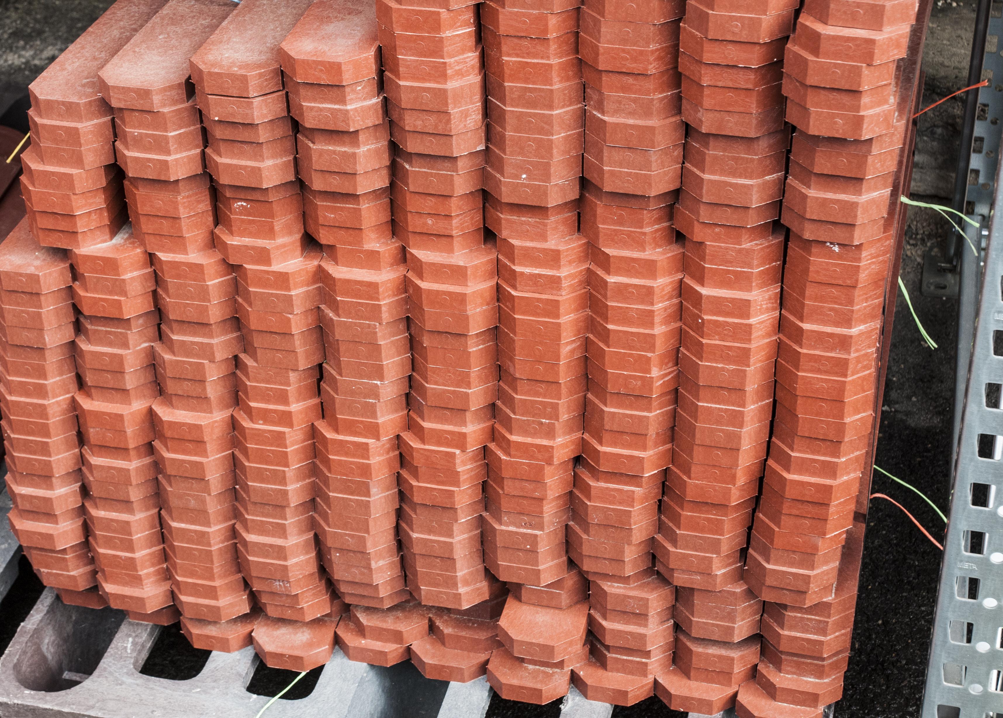 zásoby cihlových plotovek v našem skladě