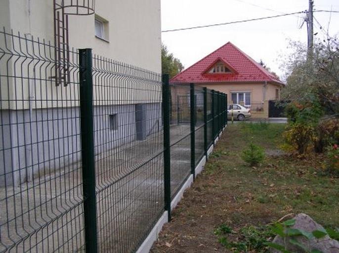 plotový systém z drátěných panelů
