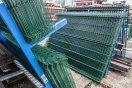zásoba plotových panelů na skladě