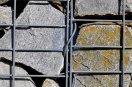 plot z kamení